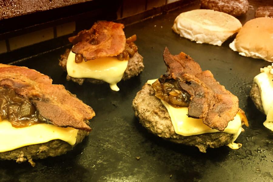 Hambúrguer de tchapa e cruz